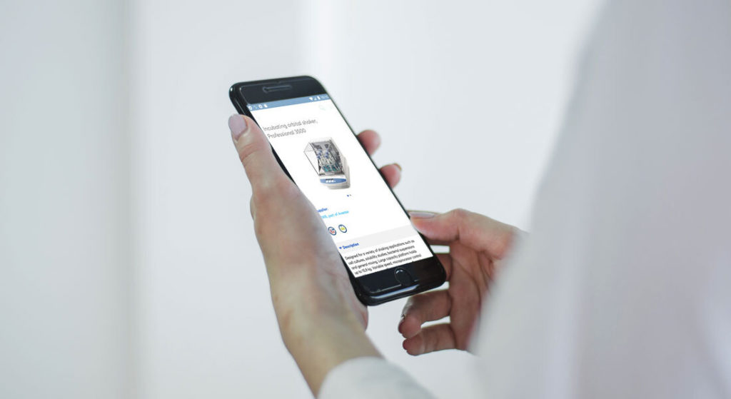 Person holding a mobile with vwr application